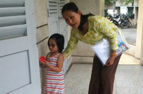 Từ kết quả cuộc họp khẩn của UBND phường Hiệp Bình Phước, cháu Thùy Dương đã được các ngành liên quan gửi vào Làng thiếu niên Thủ Đức chăm sóc.