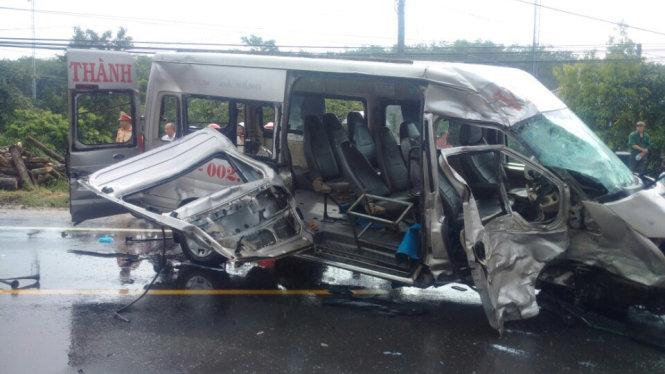 Hiện trường chiệc xe bị hư hỏng nặng
