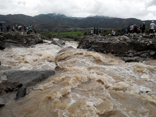 Số người chết và mất tích do mưa lũ ở miền Bắc ngày càng tăng lên