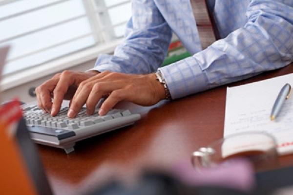 Bàn phím máy tính có những ảnh hưởng không nhỏ đến sức khỏe của các khớp xương