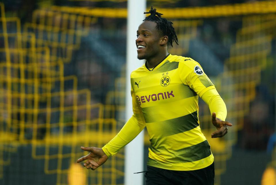 Batshuayi có siêu phẩm khiến Dortmund giữ vững top 4