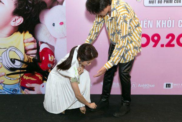 Hình ảnh thân mật của An Nguy và Kiều Minh Tuấn trong buổi ra mắt phim.