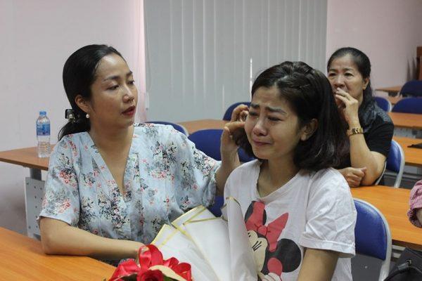 Diễn viên Mai Phương bật khóc trong ngày xuất viện