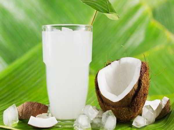 Những tác dụng của nước dừa với sức khỏe con người