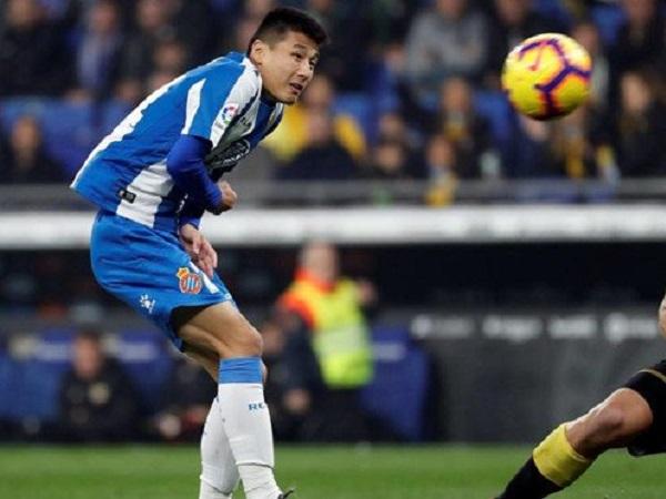 Đá dở tệ ở La Liga, tiền đạo số 1 Trung Quốc vẫn được báo chí nước nhà bênh vực