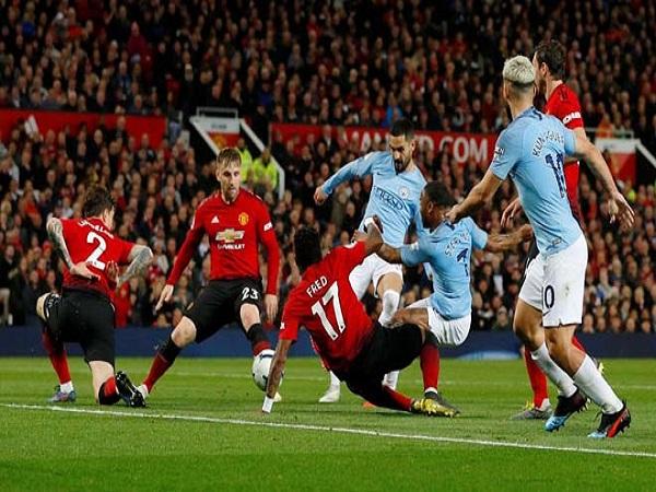 Liverpool đại thắng, MU khủng hoảng