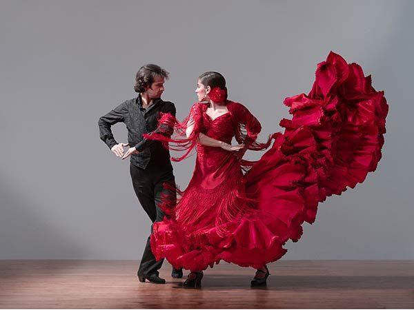 Mơ thấy khiêu vũ là điềm báo lành hay dữ?